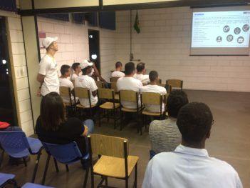 contou com mais de 40 participantes, entre eles os alunos, professores e o Orientador Pedagógico do período noturno